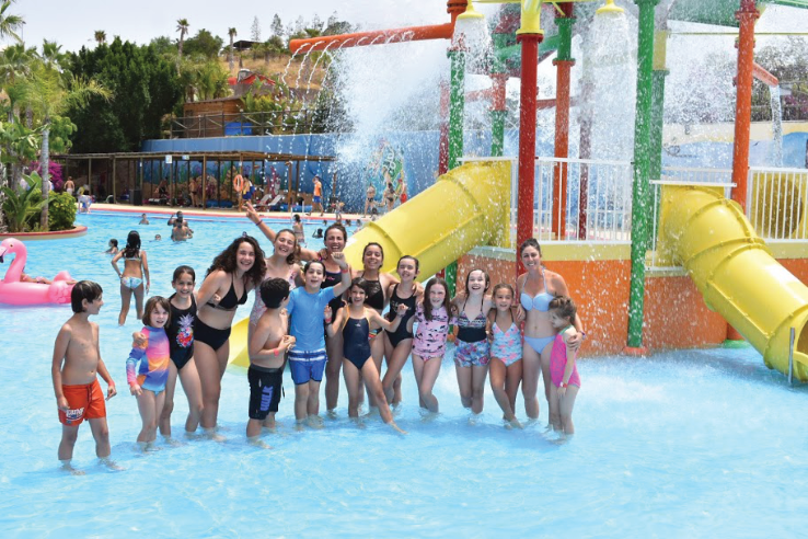 Summer Camp kids on  excursion to Aquapark