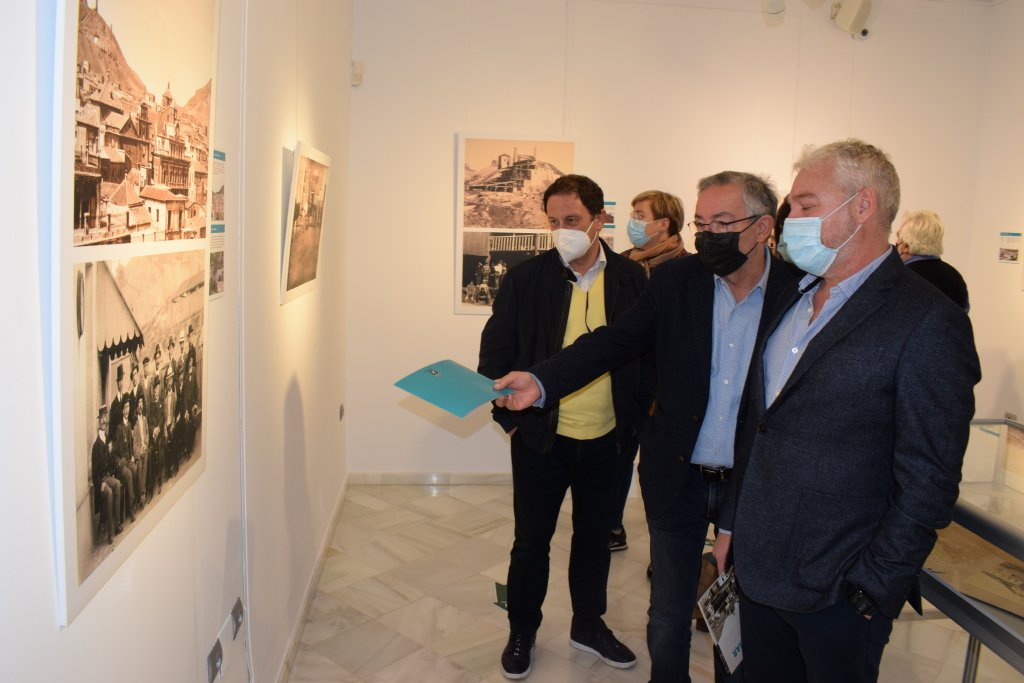 The exhibition 'Minas y Mar' can be seen at Mazarron Town Hall