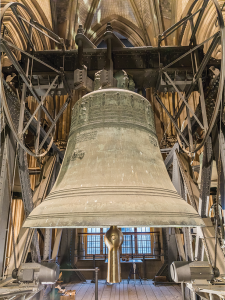 In theory, a large bell in a small room  should have been hard to miss!  (Photo by Raimond Spekking)
